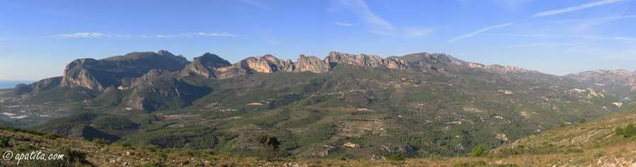 Vista del Ponoig, Puig Campana y Aitana desde la Xortà