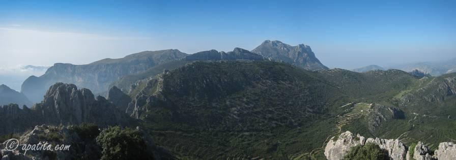 Vista del barranco de l'Arc y Puig Campana desde el Penyó Roc