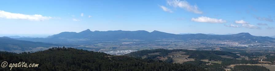Vista de la Hoya de Castalla y Maigmó desde la sierra del Reconco