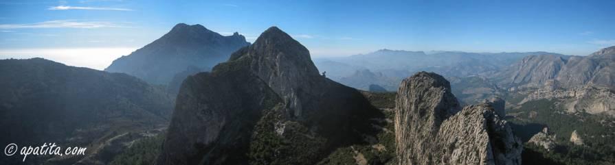 Vista del Puig Campana, el Cabal y la cresta del Sanxet