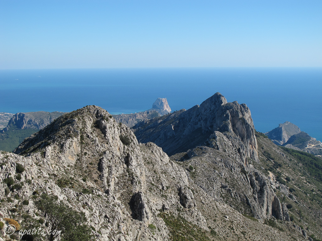 Vista de la cresta de Bernia desde la cima