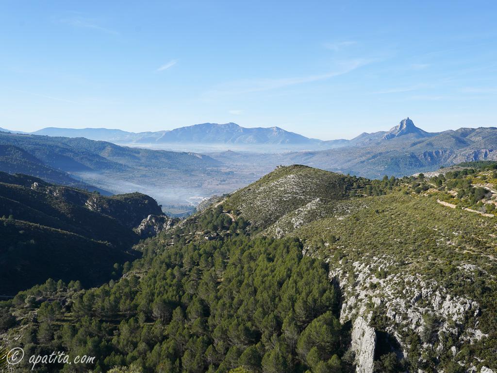 Vista del Benicadell y Mariola desde la Safor