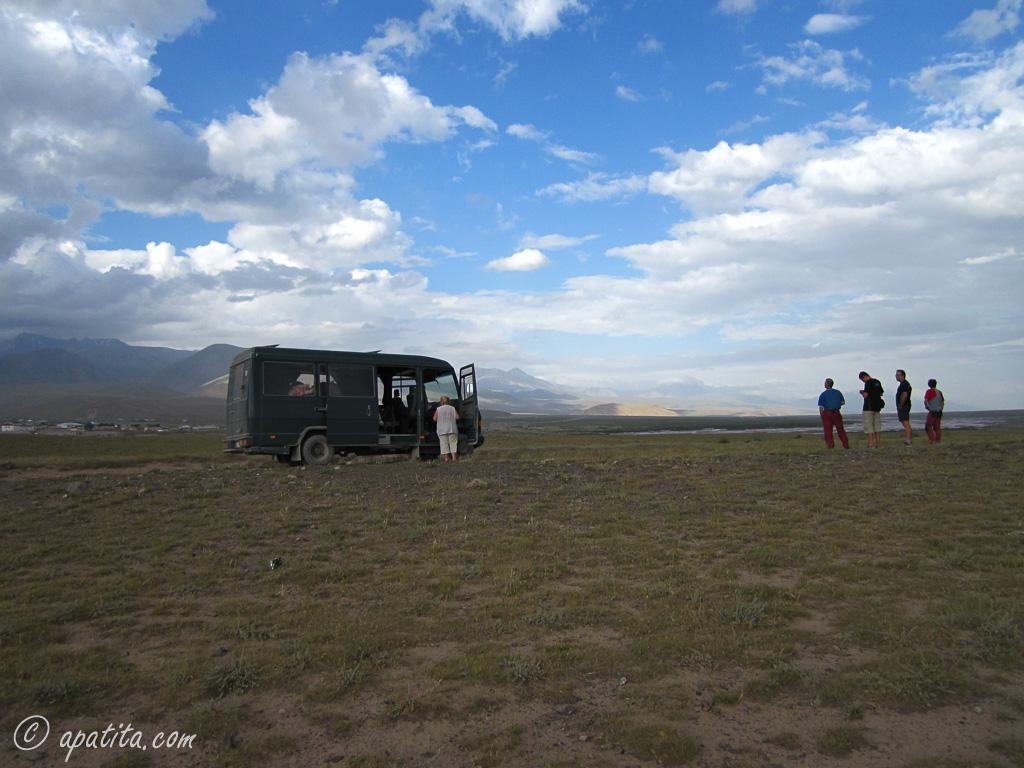 Estepa en el valle de Alay, cerca del río Rojo (Kyzyl-Suu)