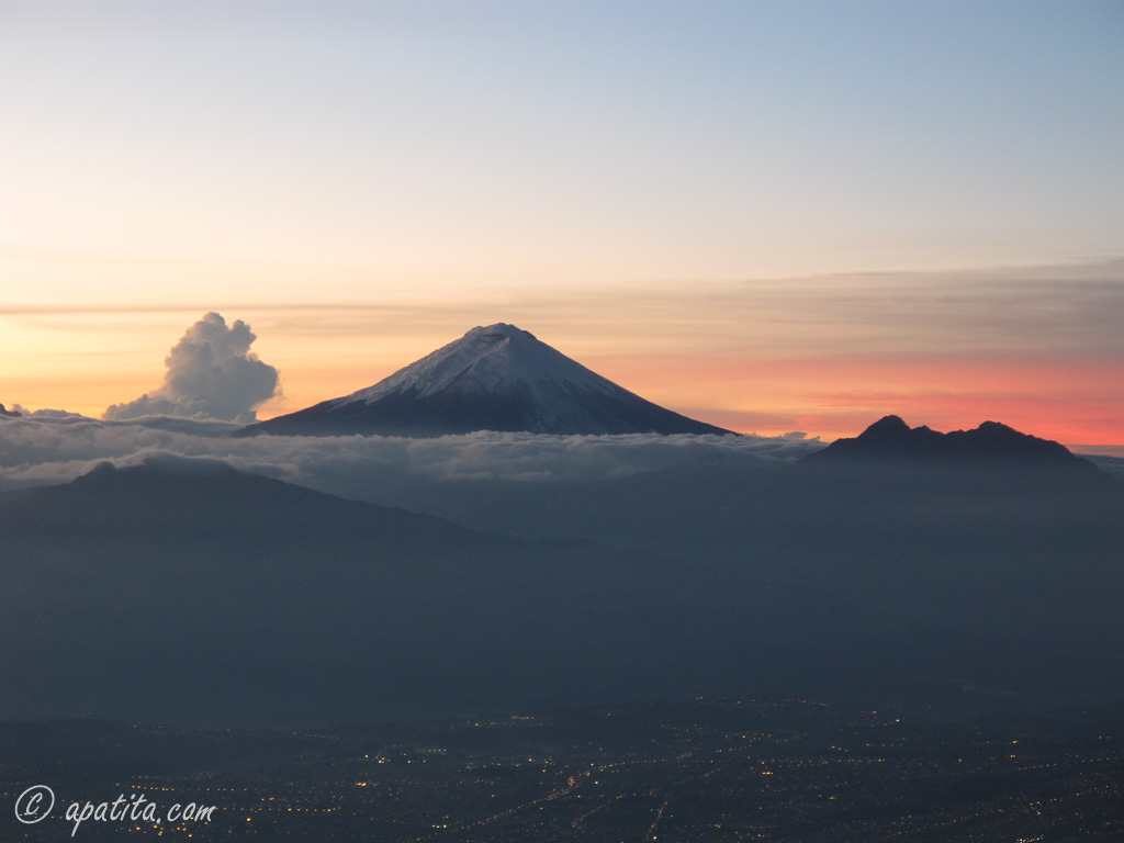 Vista del Cotopaxi desde el refugio del Guagua Pichincha