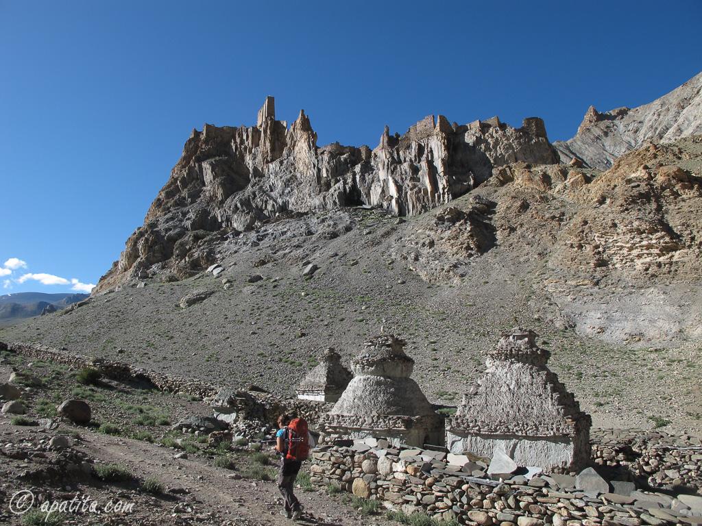 Stupa cerca de Hangkar