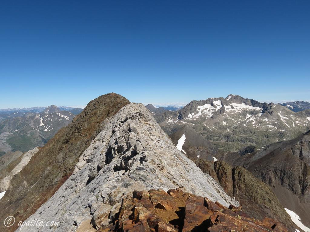 Vista de la Marmolera entre el Pico del Infierno Central y el NW
